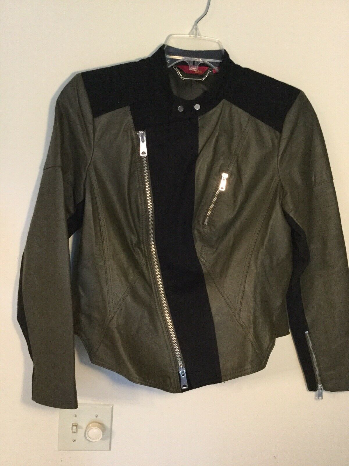 NWOT G.I.L.I. Zip Front Leather Jacket with Seaming Detail Size 10 Green Black