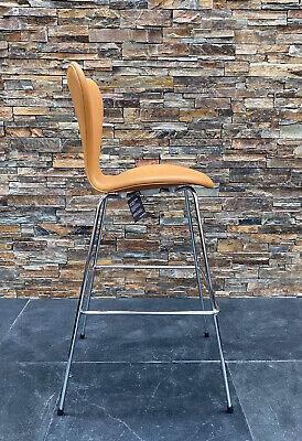 Find Barstol i Arkitekttegnet: møbler og belysning Køb