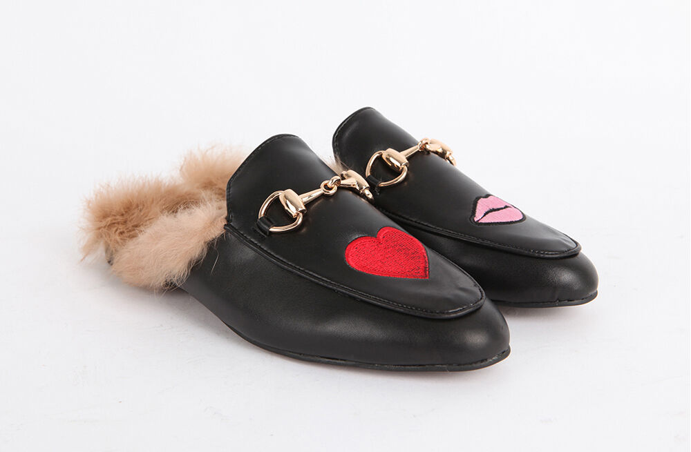 ROT Heart / Pink Lips EmbroideROT Horsebit Detail Fur-Lined Princetown Slippers
