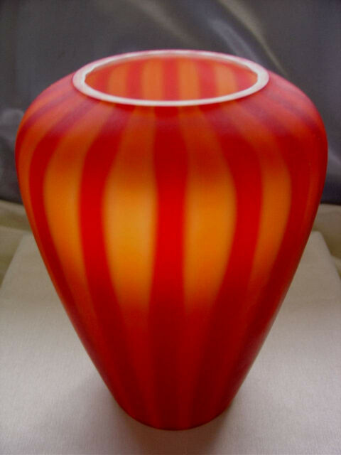"FENTON GLASS~VINTAGE~1960s-XSCRC""SATIN""PLATED AMBERINA""RUBY/RED""8""CUPPED IN""VASE"