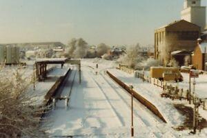 PHOTO  BEDFORD ST JOHNS RAILWAY STATION 1981 - Tadley, United Kingdom - PHOTO  BEDFORD ST JOHNS RAILWAY STATION 1981 - Tadley, United Kingdom
