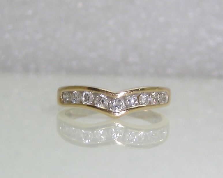 9 CHANNEL DIAMOND V SHAPED RING SET IN 14K YELLOW gold SIZE 7.5 NG16-N
