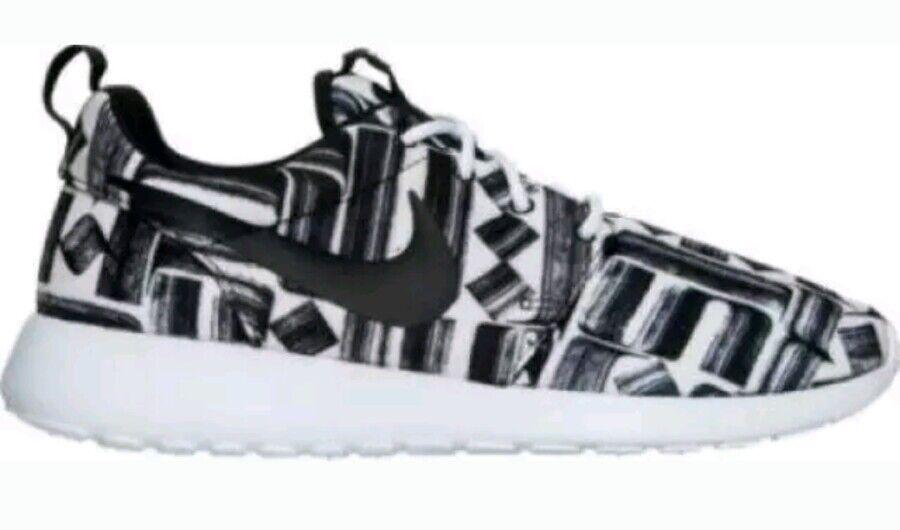 Nike Roshe One Print 844958 100 Jogging WHITE/BLACK NOTICE ME SNEAKER, Jogging 100  size 8.5 4d5154