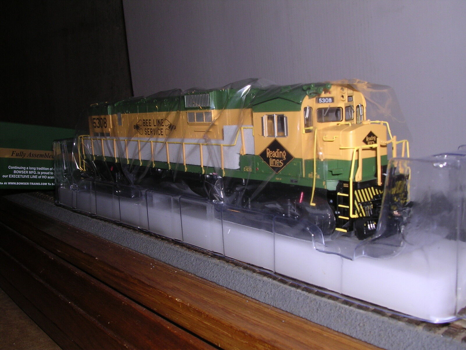 BOWSER Reading C-630 Diesel Loco  Green & Yellow  w DCC & Sound