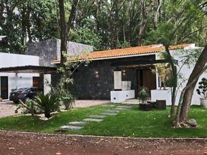 Residencia de un nivel con 3 recámaras con jardín y alberca en fraccionamiento en Atlixco Puebla