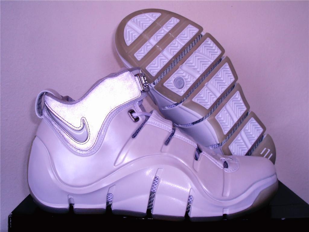 Nuevo LEBRON JAMES 4 NIKE AIR XVI 16 blancoo Plata IV Cromo Baloncesto Zapatos 10.5