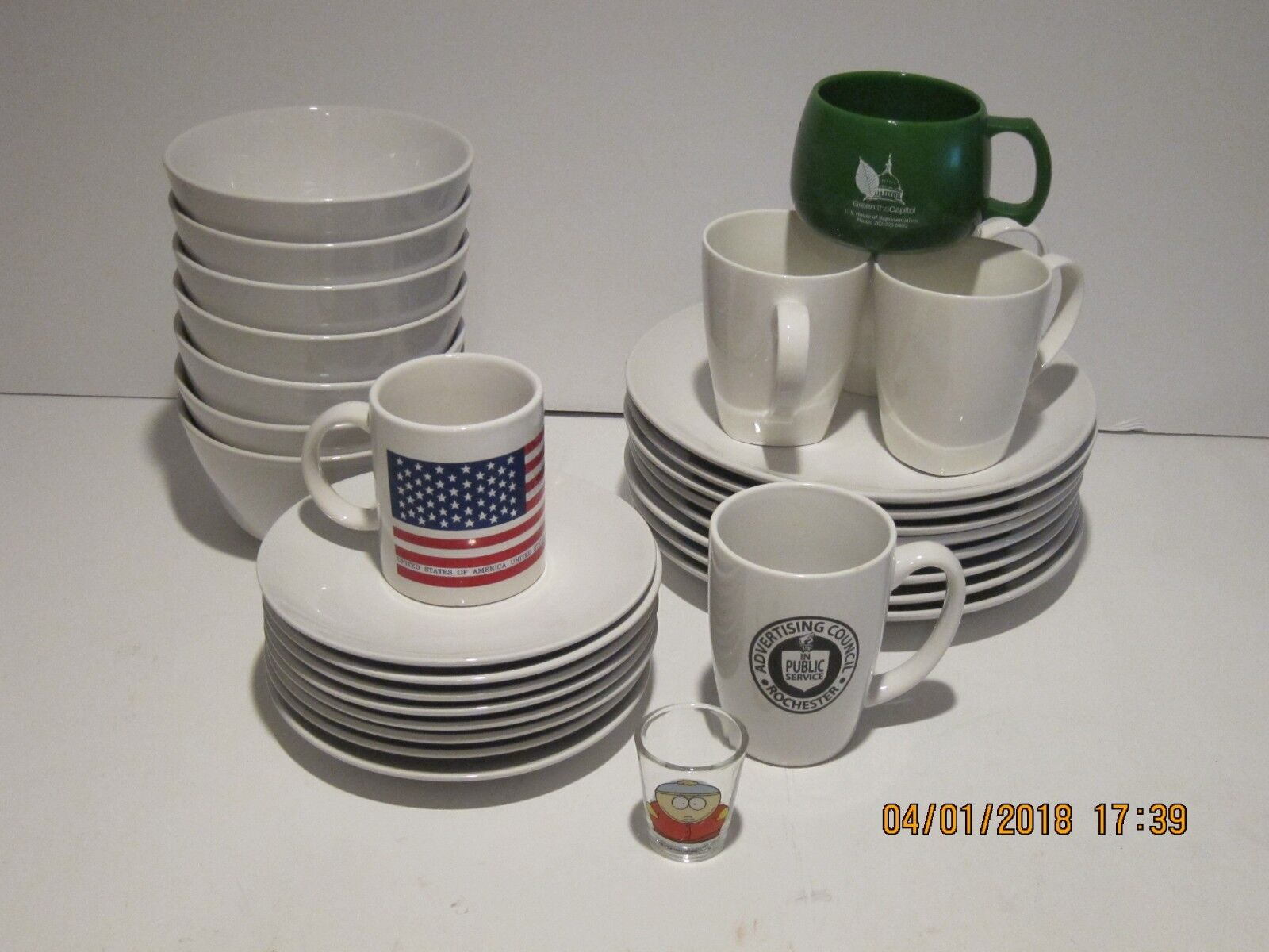 ROOM ESSENTIALS 23-PC DINNERWARE SET & EXTRAS MUGS AND SHOT GLASS GREAT COND FSP