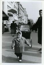 PHOTO ANCIENNE - VINTAGE SNAPSHOT - ENFANT LANDAU MARCHE - BABY CARRIAGE STREET