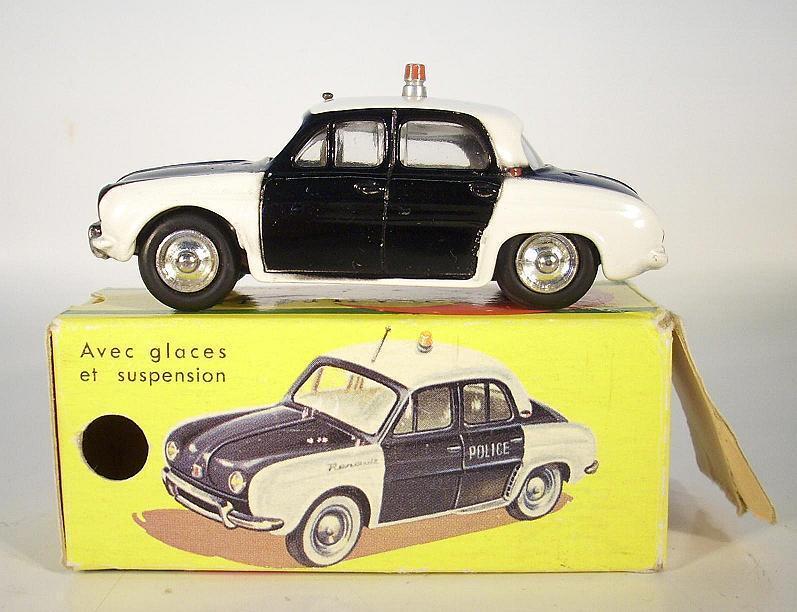 CIJ nr.3  57 Renault Dauphine Police svkonst  weiss mit O -låda