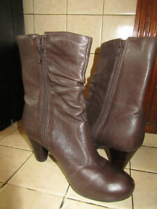 Brown-Leather-Clarks-Ankle-Boots-in-Size-4-UK-Heel-2-5-034
