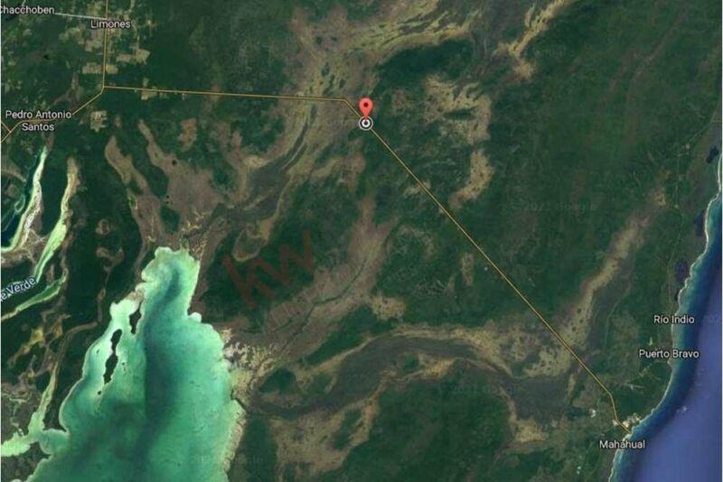 Excelente terreno en venta a pie de carretera y muy cerca de la playa de Mahahual en Qu...