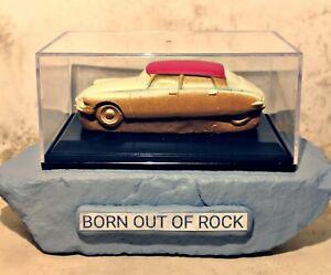 BORN-OUT-OF-ROCK-Handmade-1-43-Modelcars-Citroen-DS-Porcelain-Modelcar-Art