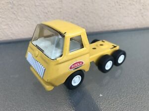 Tonka-USA-55250-Lowboy-Semi-Truck-Flatbed-NOTrailer-Yellow-Pressed-Steel-Vintage