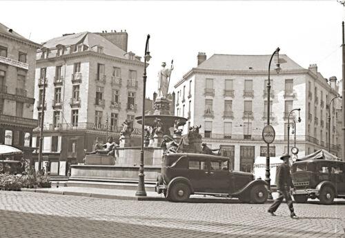 Place Royale à Nantes Fontaine et Voitures Anciennes Repro Photo ancienne