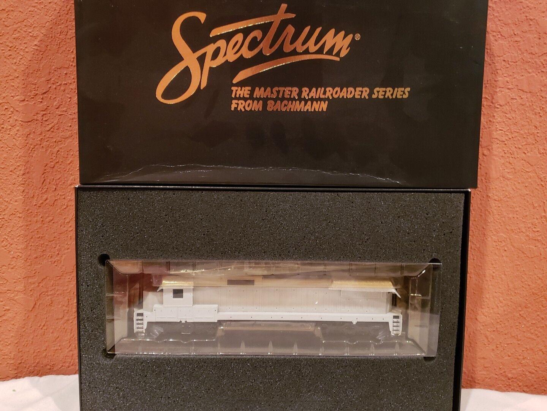 HO SCALE SPECTRUM ITEM  85001 GE DASH 8-40CW DIESEL LOCO UNDECORATED NEW