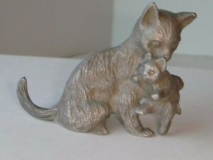 Spoontiques Pewter Miniature Cat Figurine Mama & Baby Kitten In Mouth