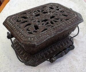 Antique-French-Scellier-Cast-Iron-Burner-With-Carry-Handle-Carriage-Foot-Warmer