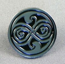 Metallo Smalto Spilla Badge Spilla Who Dr Doctor Dr Hoo Rassilon Roundal Logo
