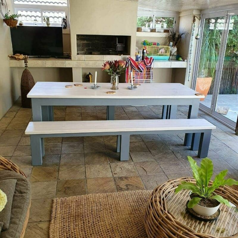 STUNNING TABLES AND MORE