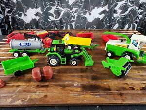 New-Ray-Farm-Vehicles-toys-Fences-Attachment-Trailer-Plastic-Green-Red