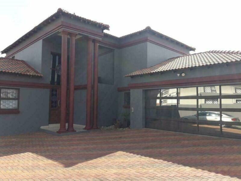 House in Aerorand For Sale