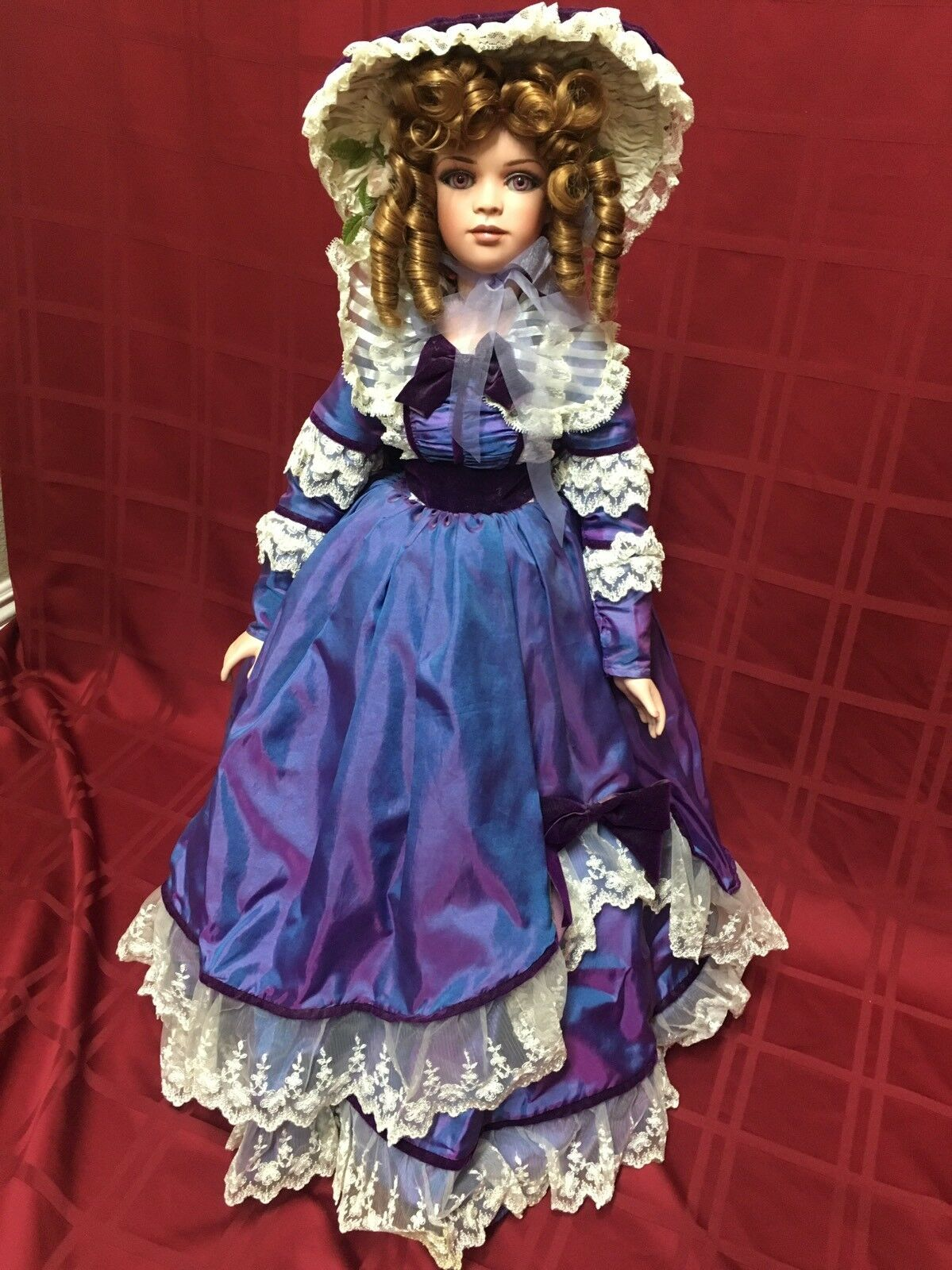 Jan Mclean Designs Young Girl 1998 397/1000 29  Porcelain Doll Iridescent viola