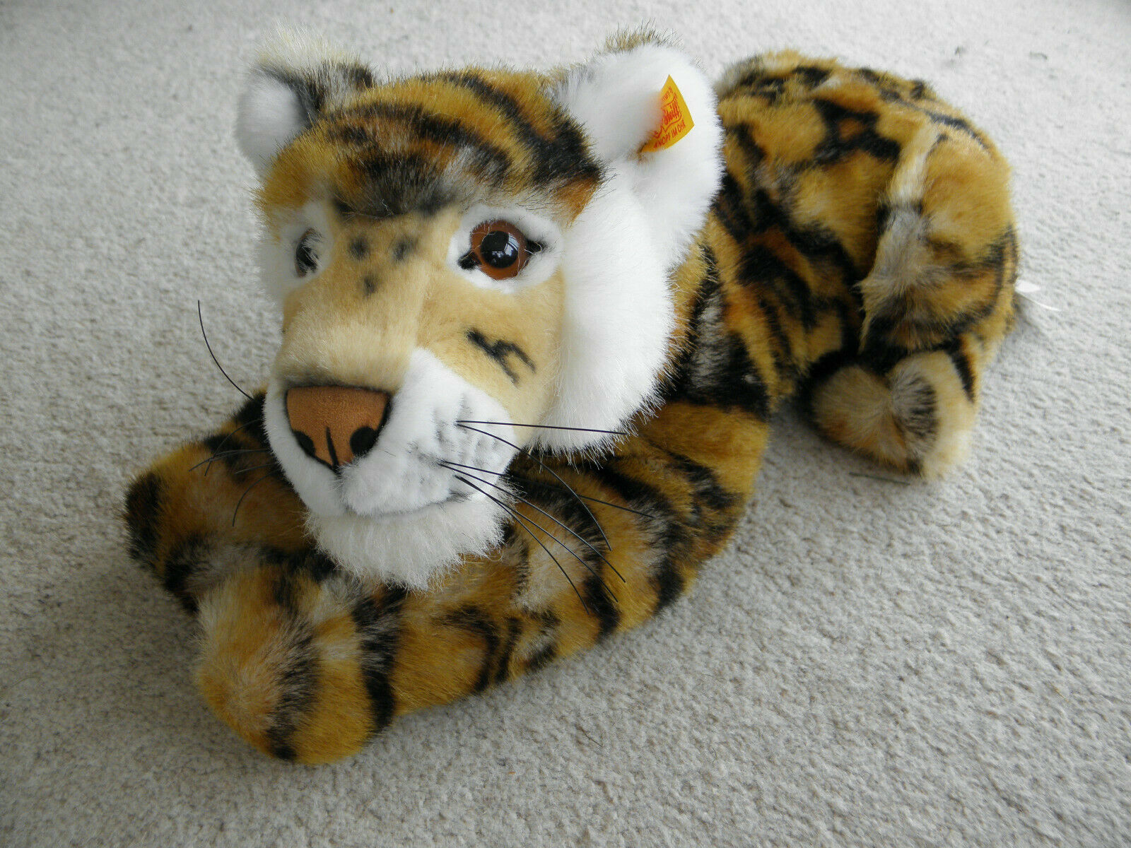 BEAUTIFUL STEIFF STRIPED SCHADAH LYING DOWN TIGER 066177  Tags and Box