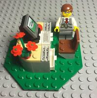Lego Hotel Receptionist / Businessman / Lawyer Office Desk With Computer