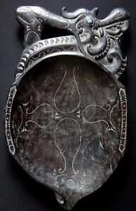 Plateau-rituel-chamane-67cm-Dayak-Kalimantan-Old-tribal-borneo-shamanic-tray-XIX