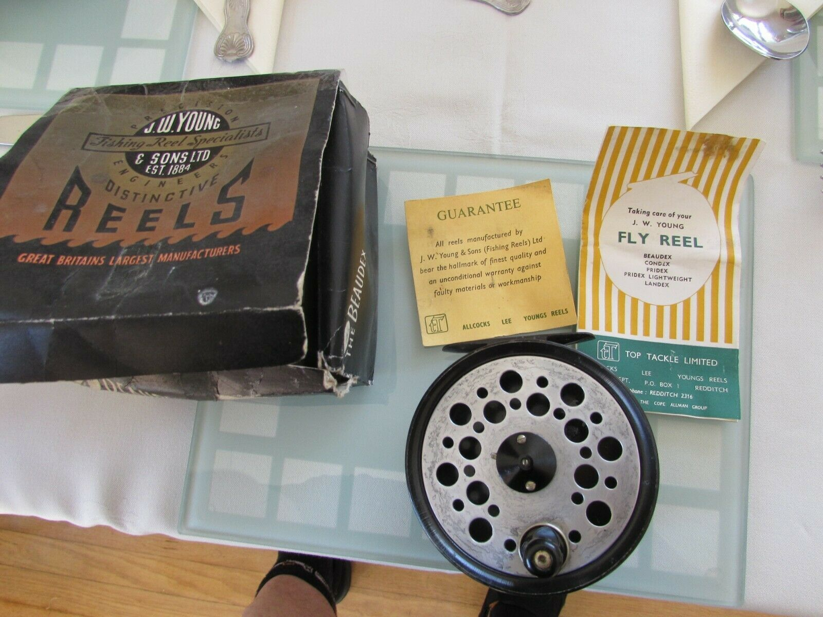 V good vintage youngs beaudex salmon fly fishing reel 4  + lineguard + box etc