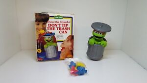 Vintage-Oscar-the-Grouch-Game-Tipping-Trash-Can-amp-Pieces-1988-Lewco-Co-Toy