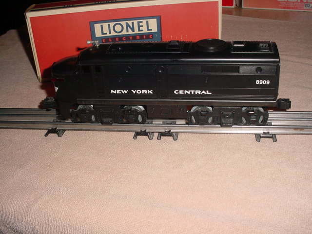 LIONEL DUMMY DIESEL ENGINE NEW YORK CENTRAL          0-027