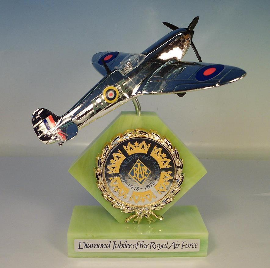 Dinky 700 Spitfire Mark II Diamond Jubilee of the Royal Air Force OVP  181