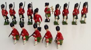 BRITAINS-JOHN-HILL-amp-Co-15-x-SCOTS-GUARDS-5-KNEELING-9-MARCHING-AND-1-PIPER