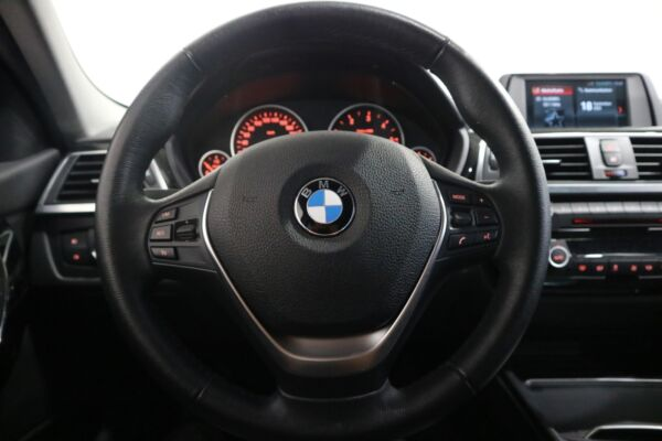 BMW 320d 2,0 aut. billede 3