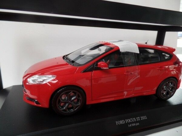 1/18 Minichamps Ford Focus ST 2011 ROSSO 110 082002