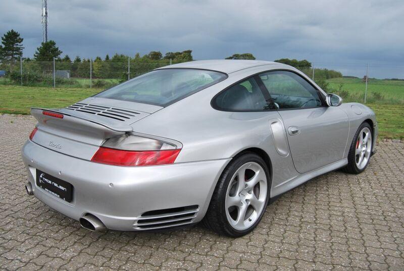 Porsche 911 Turbo Coupé - 13