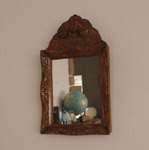 details sur ancien petit miroir au mercure miroir a fronton bois sculpte epoque xviiie