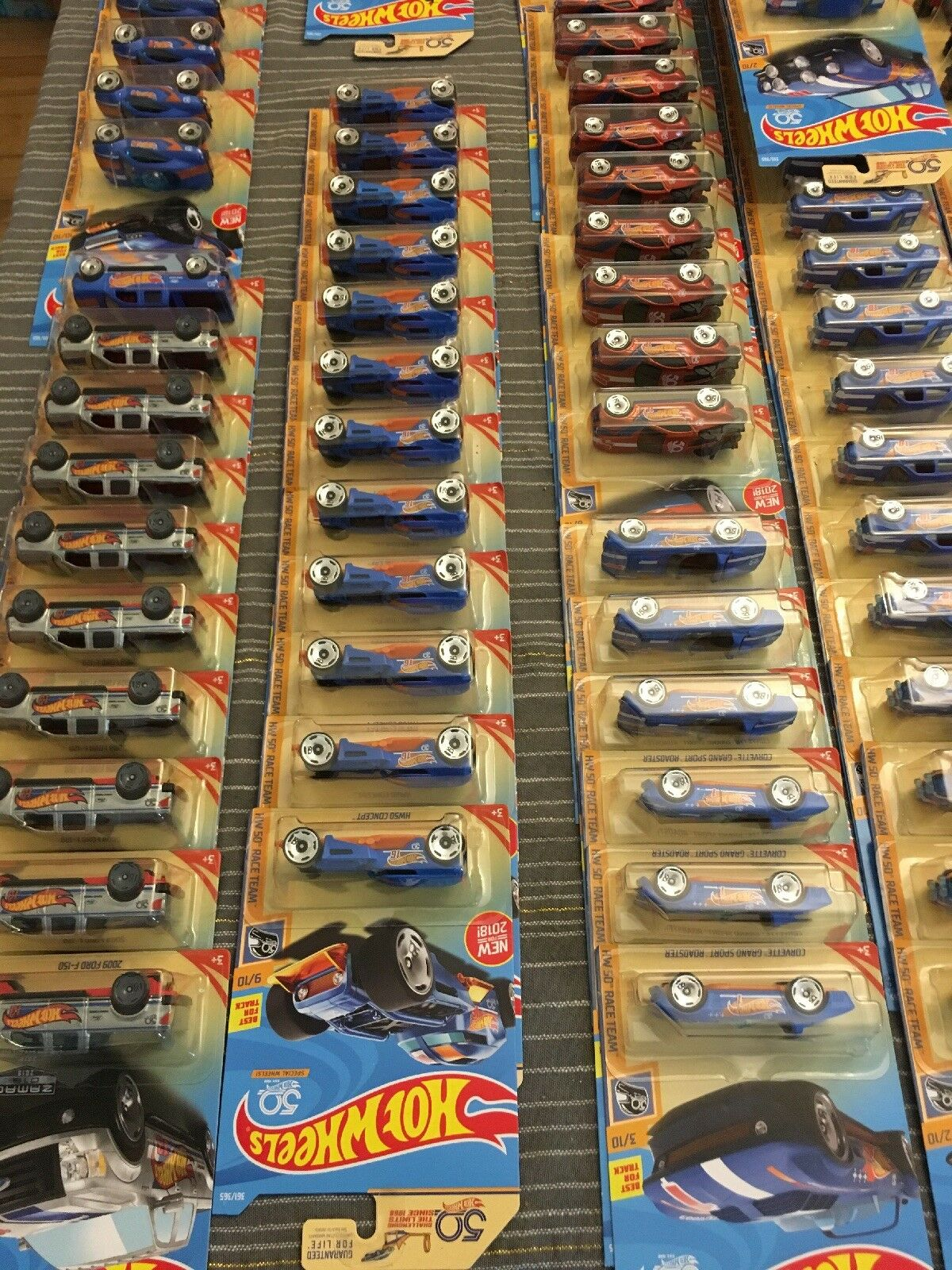 Hot Wheels 50th Anniversary Collector Display Display Display Case 60 Count Assorted fb519a