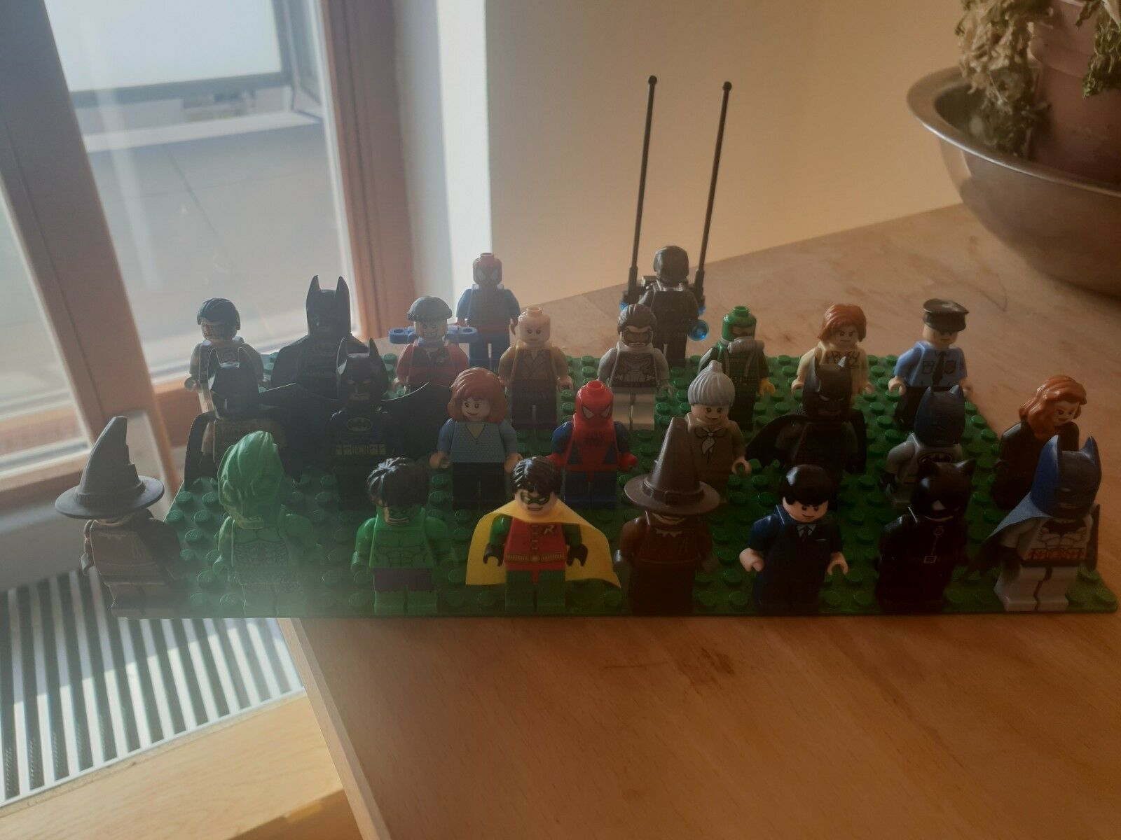 Original LEGO SuperHeros 25+ Minifigures BUNDLE    Batman Spiderman Bruce Wayne 8d6b74