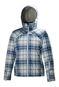 Your Guide to Buying a Women's Snowboard Jacket
