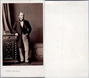Levitsky-Paris-Homme-en-pose-circa-1870-CDV-vintage-albumen-Tirage-album