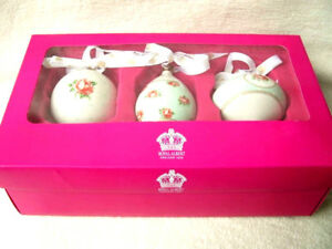 ROYAL-ALBERT-CHRISTMAS-DECORATIONS-BAUBLES-PASTAL-POLKA-ROSE-GREEN-SET-OF-3