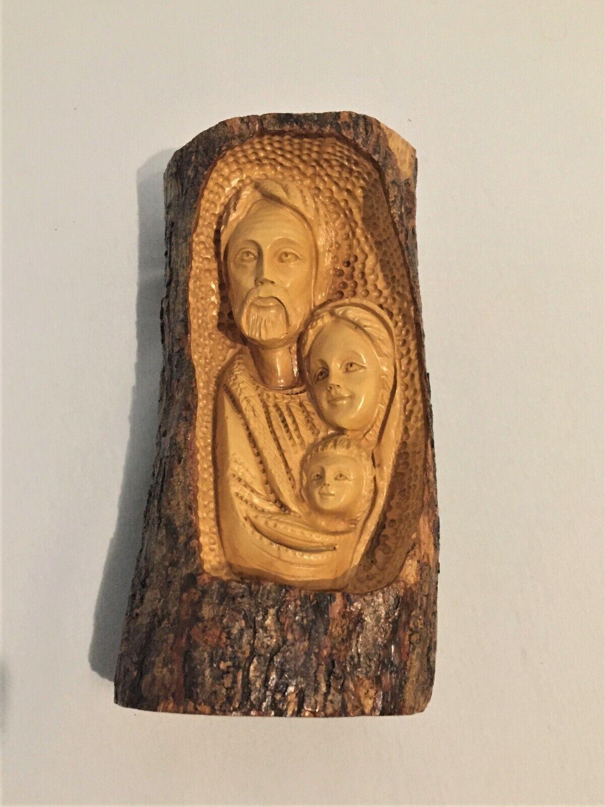 Heilige Familie Olivenholz in Holzstamm Hand geschnitzt .Groß H x T ca 25x 13 c