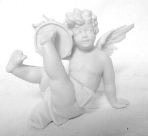 Angelot-putto-amour-au-tambourin-en-biscuit-de-porcelaine-XIXe-siecle