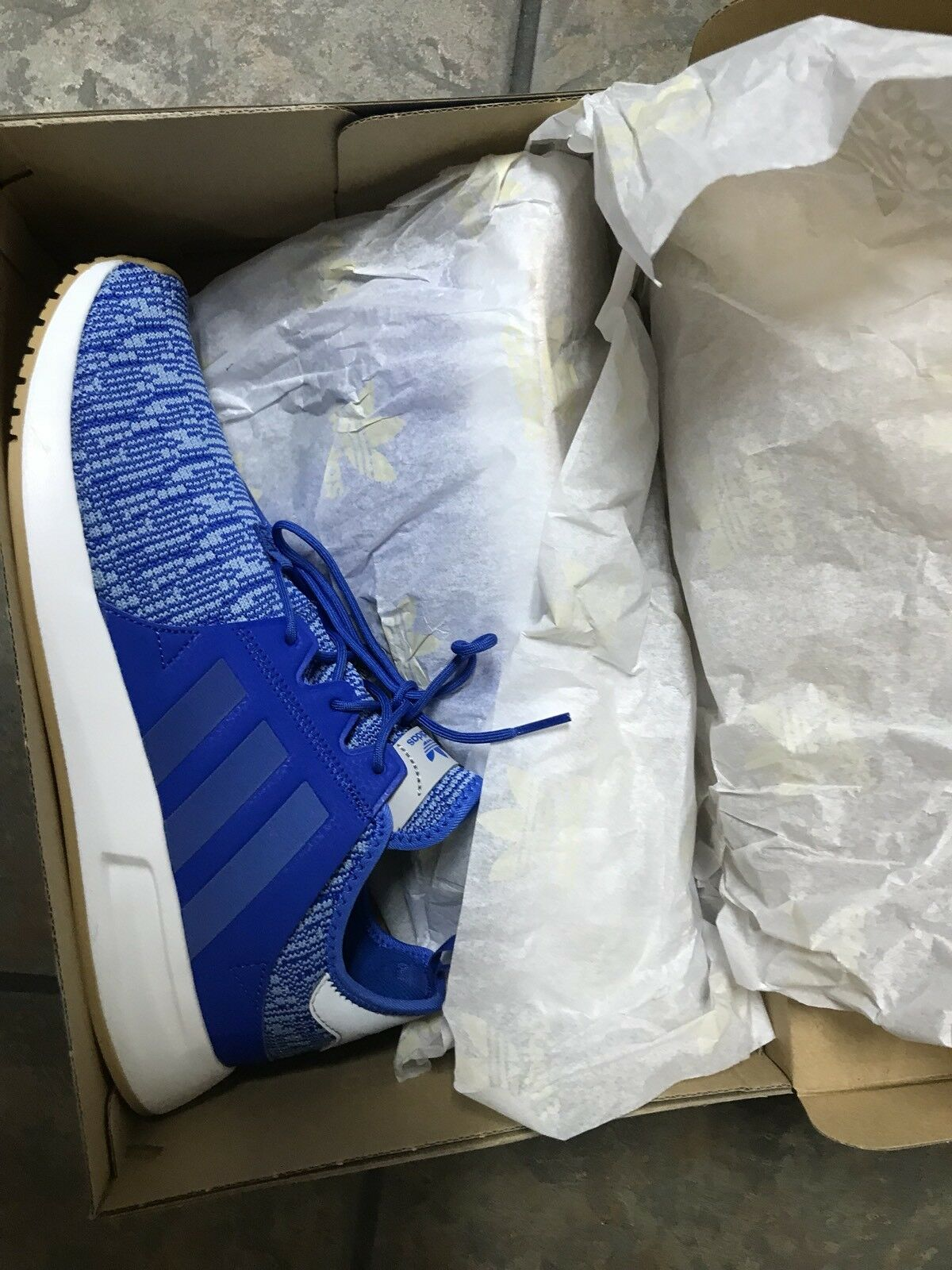 Adidas  Mens shoes 9.5 bluee With White Light Weight Lace Up New W Box