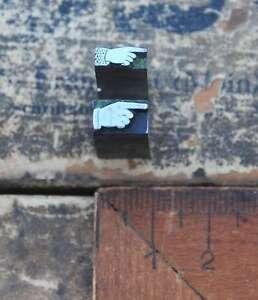 2x-Klischee-ZEIGEFINGER-zeigender-Finger-zeigende-Hand-Druckstock-pointing