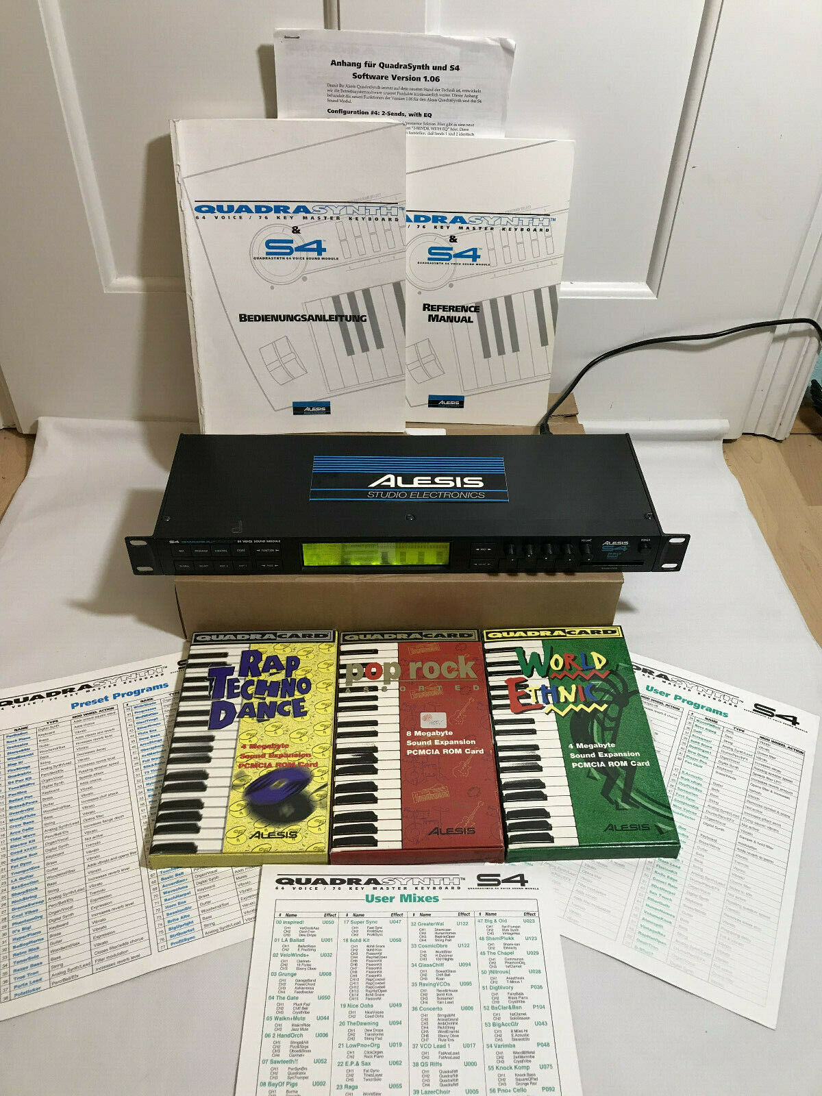 ALESIS S4 QUADRASYNTH EXPANDER INKL. 3 ALESIS SOUND EXPANSION ROM-CARDS TOP