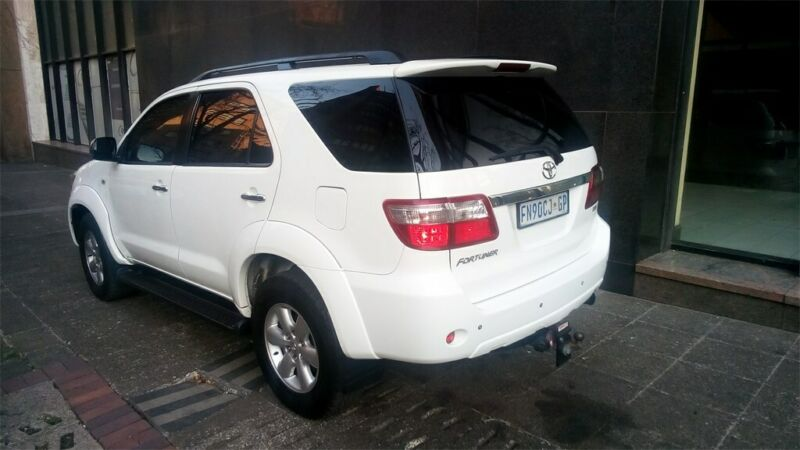 2011 Toyota Fortuner 3.0 D-4D 4x2 AT, White with 130000km available now!