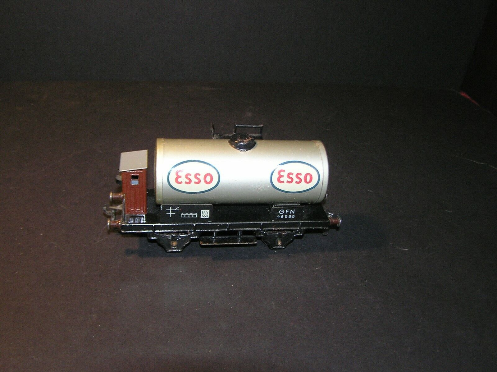 Fleischmann O Scale 1950's Esso Tank Car with Brakeman Hut, U.S.Zone Germany (i)